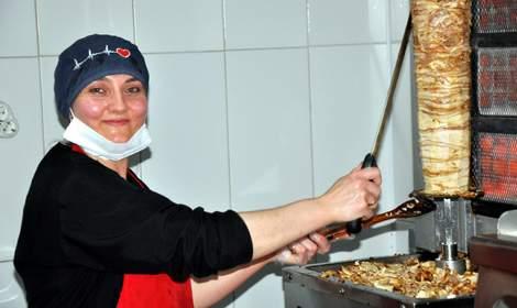 Tokat'ın tek kadın 'döner' ustası