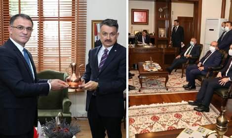 Bakan Bekir Pakdemirli valilik ve belediye'yi ziyaret etti